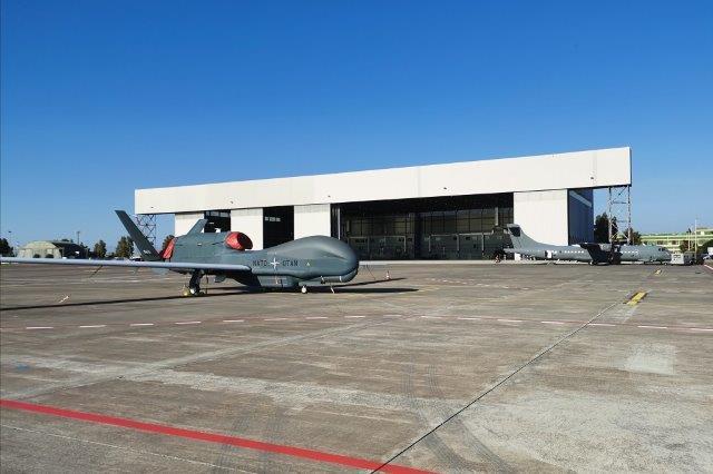 Sigonella_Arrivo quinto Global Hawk NAGSF_1