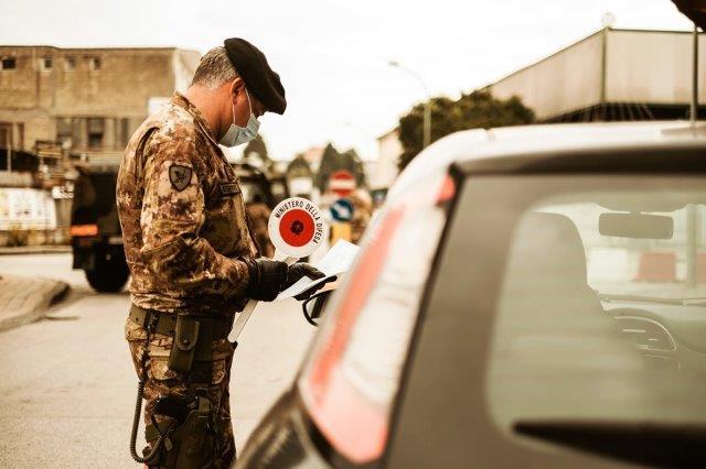 2. Operazione Strade Sicure militari impegnati ad Arzano (002)