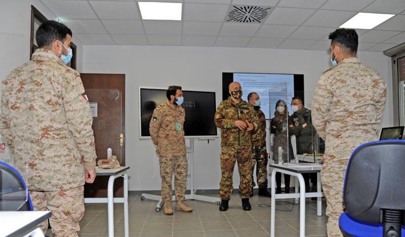 col. Figà incontra il personale Kuwaitiano