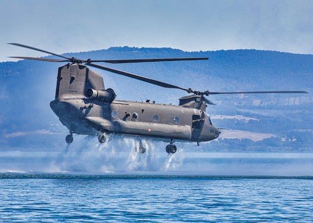 Foto 2 Elicottero CH-47 F (002)