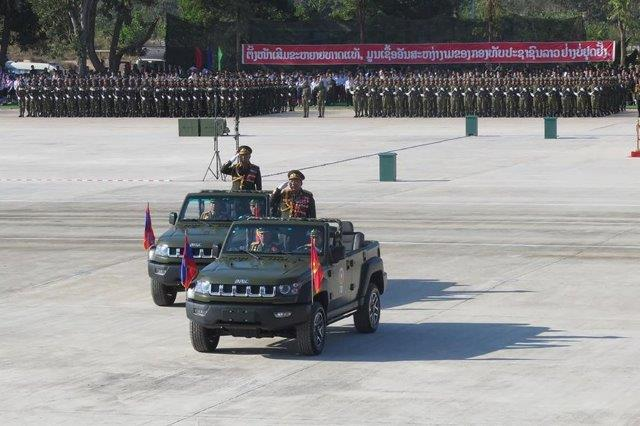 Russia_opens_military_office_in_Laos_T-72B_and_BRDM-2M_parade_through_Vientiane_2