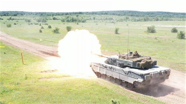 1. Carro armato C1 Ariete durante l'attività a fuoco (002)