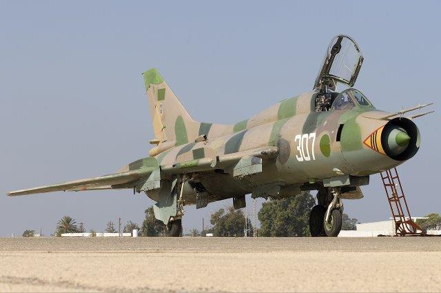 Libyan_Air_Force_Sukhoi_Su-22M3_Lofting