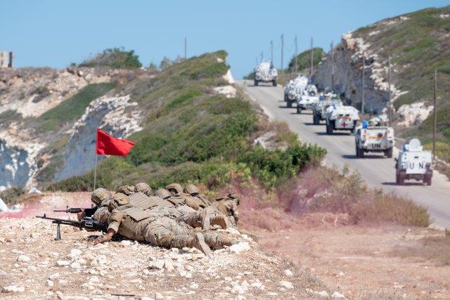 13. Pattuglia congiunta LAF ITALBATT (LAF) in azione di fuoco (002)