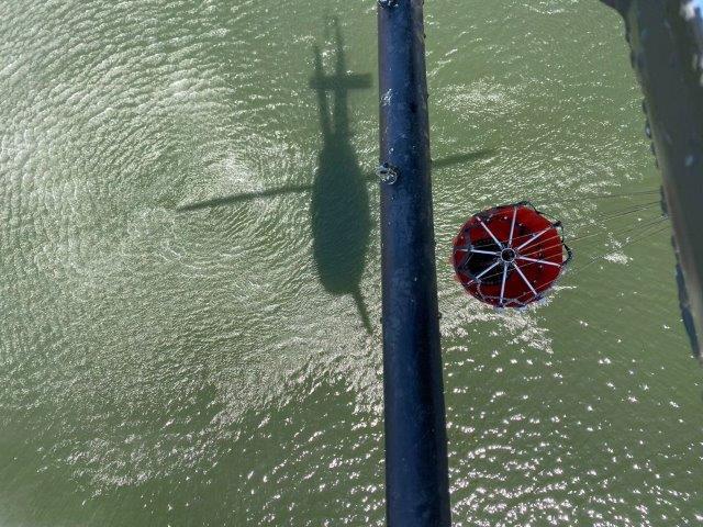 Foto 7. Inizio di rifornimento idrico di un HH-412 del 2 Sirio in Calabria (002)