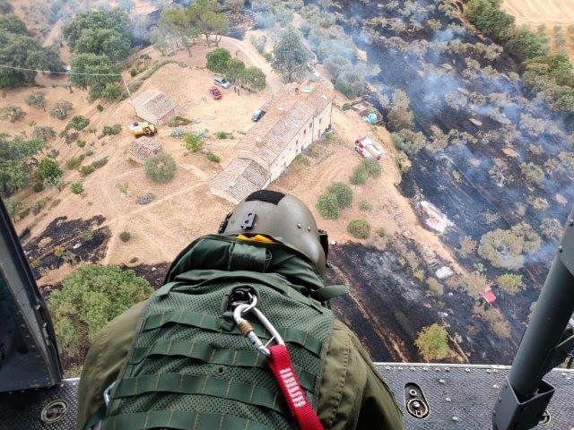 Foto 8. Uno specialista del 3 REOS dopo un lancio d'acqua in Umbria (002)
